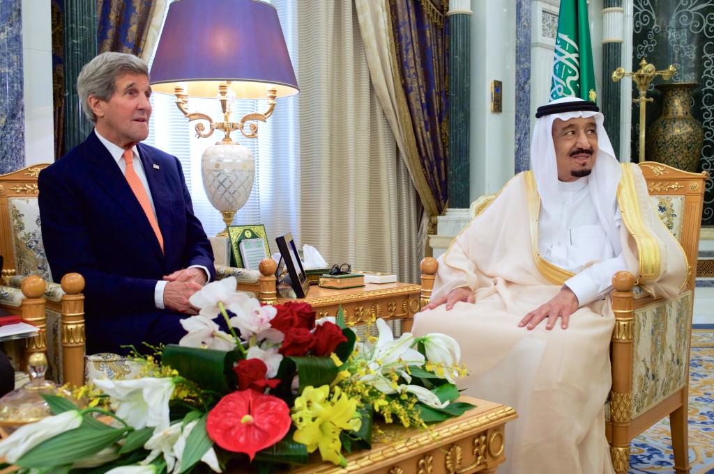 Secretary_Kerry_Sits_With_Saudi_King_Salman_Before_Bilateral_Meeting_in_Riyadh_17402045165